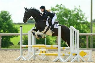 STUNNING AND TALENTED EVENTER